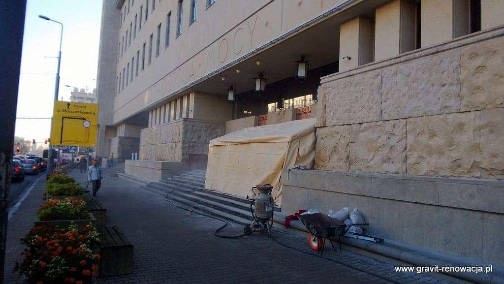 Czyszczenie piaskowca, renowacja schodów kamiennych, piaskowanie kostki bazaltowej, mycie piaskowca Sąd Okręgowy Warszawa