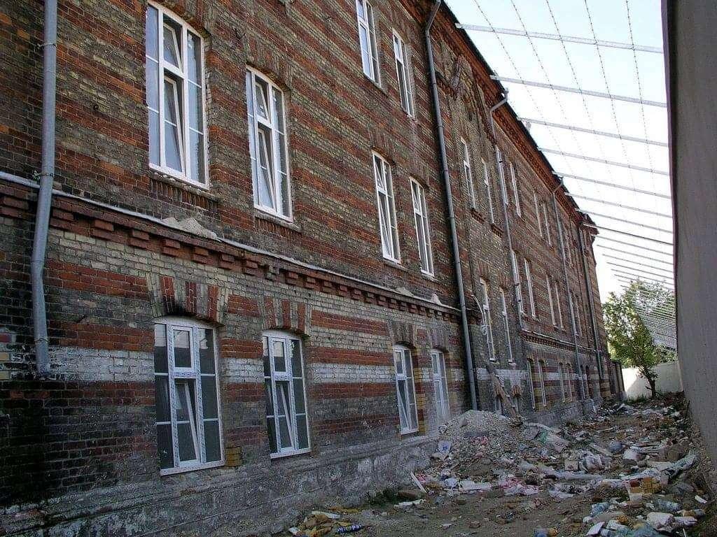 Renowacja zabytkowej elewacji budynku, konserwacja elewacji ceglanej