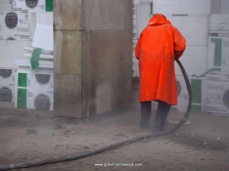 Oczyszczanie elewacji kamiennych i ceglanych. Obróbka strumieniowo-ścierna powierzchni