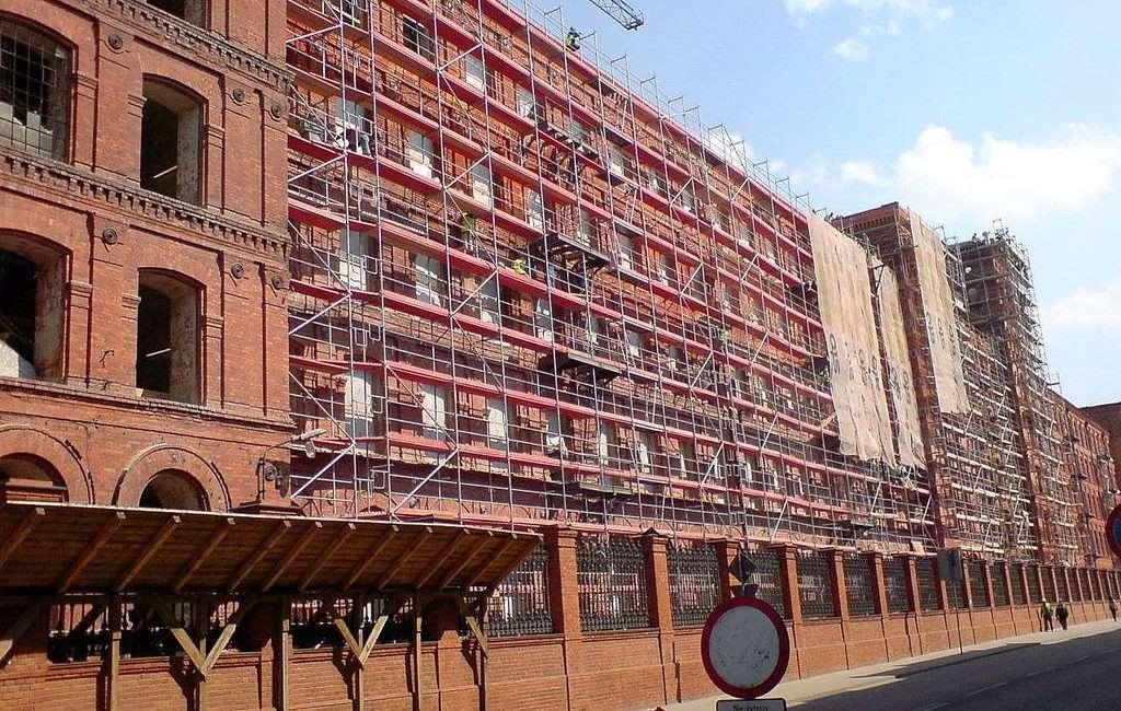proces renowacji cegły